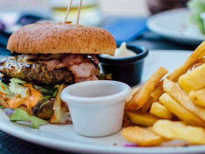 Dia do lixo: vale a pena sair da dieta uma vez na semana?